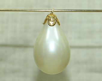 Bag of 10 Vintage 1960's Pearly Bauble Charm from Japan. VGL500