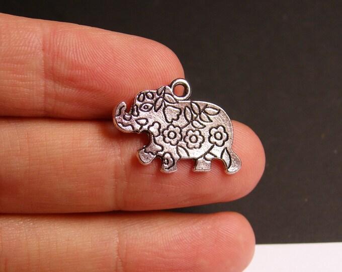 12 Elephant charms - 12 pcs - silver tone elephant charms - ASA37