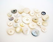 25pc. Vintage Mother of Pearl vintage button lot