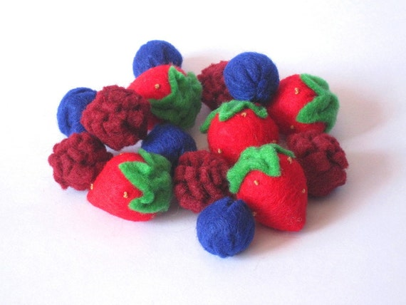 Felt Food Berry set (strawberry raspberry blueberry) eco friendly children's pretend play food for toy kitchen, felt strawberry
