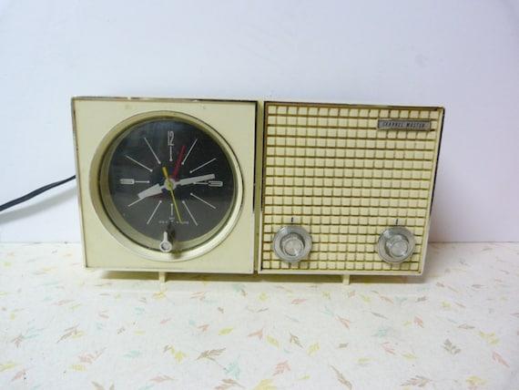 Vintage 1960's Clock Radio by RavishingRetro on Etsy