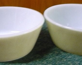 2 - Federal Glass - Green Cereal Bowls - Shield On Bottom - 5 x 2 - EUC
