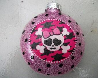 Single Ornaments - Skull and Bones