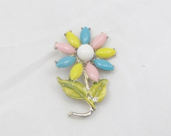 Vintage Colored Flower Brooch White Yellow Blue Pink Gold Colored Flower Pendant Daisy Pin Costume Jewelry