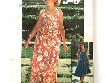 70s Simplicity 7520 Jiffy Muu Muu or Sundress with Bag Size 8 10 Small Bust 31 32