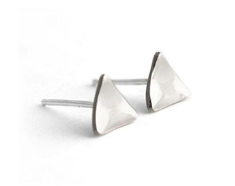 Tri-Angle Curve Earrings in Silver