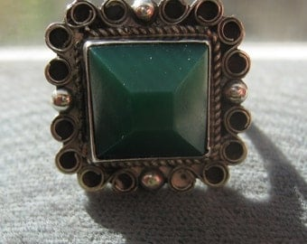 Southwestern Vintage Made in Mexico Sterling Silver Ring with Green Jade Color Stone 6