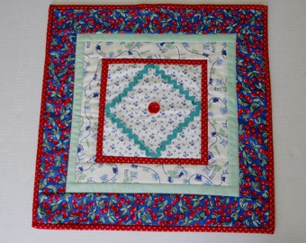Country Quilted Table Topper, Quilted Table Runner, Feedsack Reproduction, Kitchen Table Topper