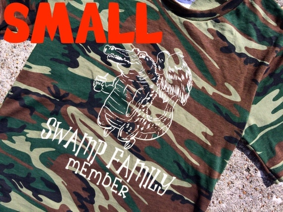 SMALL gator CAMO t-shirt