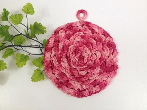 wundersch ne vintage pink rose shaped h keln topflappen von kchoos. Black Bedroom Furniture Sets. Home Design Ideas