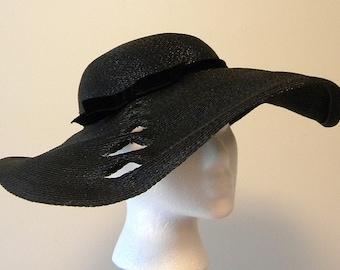 1950s Vintage Ladies Wide Brimmed Platter Hat Cut Out Detail