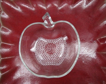 4 Vintage Glass Apple Bowls with Textured Dots
