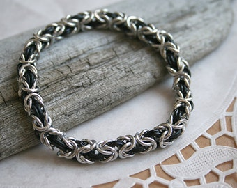 Chainmail bracelet in black & silver