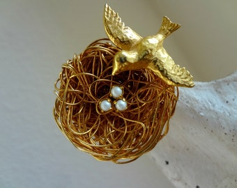 Signed JEANNE Brooch / Bird Nest /  Bird with Eggs / Wire Wrapped Jewelry / Nature / Pearl Eggs