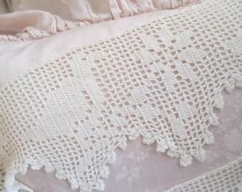 DARLING Vintage Hand Crochet Needlelace Trim Craft Bird Design LA-11