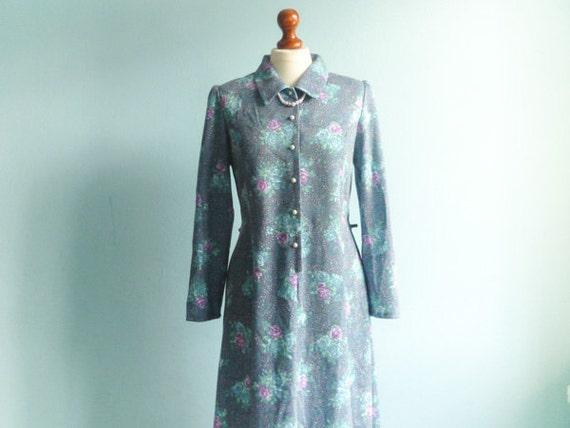 Vintage pastel blue dress floral / classic day dress / shirtdress / collar / buttoned / long sleeve / midi long / medium