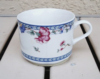 ONEIDA BLUE LATTICE Pattern Select Collection Dinnerware Fine Porcelain Cup.