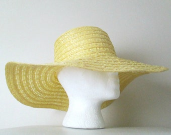 Floppy Straw Hat Yellow Boho Vintage 1970s Summer Accessory