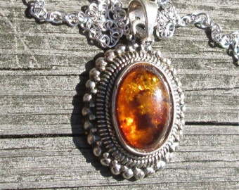 Sunny Amber Pendant Necklace