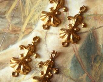4 Vintage Art Deco Old Brass Fleur De Lis Connector Pendant Pieces