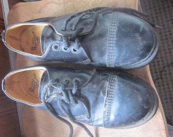 SALE  doc matens  Dr. Martens  sz 4 made in england lace up
