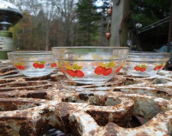 Vintage 1960s to 1970s Small Set of 4 Clear Nesting Bowls Country With Red Painted Apples/Fruit Durable Heat Resistant 3 Sizes