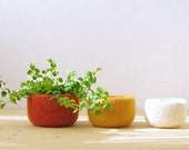 Free Shipping - Felted wool bowls / Orange yellow and white / fall colors  / Eco-friendly gift / desktop organizer / autumn decor