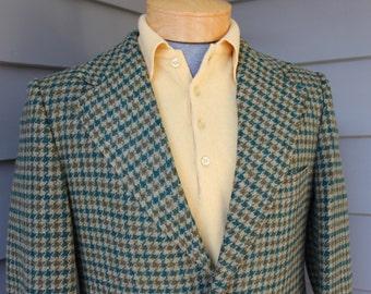 vintage 1970's -Continental Club- Men's Big lapel Tweed sport coat.  Trad - 2 button - Sack - Natural shoulder. 3 color Check. Size 40 - 41