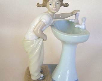 Lladro Clean Up Time Figurine , #01004838