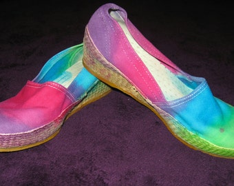 SALE Tie dye shoes - Women's heels size 7 - green blue purple DISCOUNT 25% off!