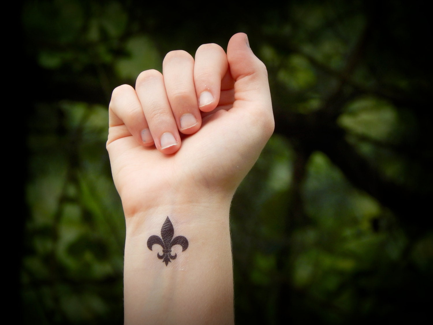 fleur de lis temporary tattoo. Black Bedroom Furniture Sets. Home Design Ideas