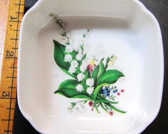 Trinket tray dish Bone China ring jewelry holder ashtray small container by Finsbury made in England white floral Vintage fine delicate gift