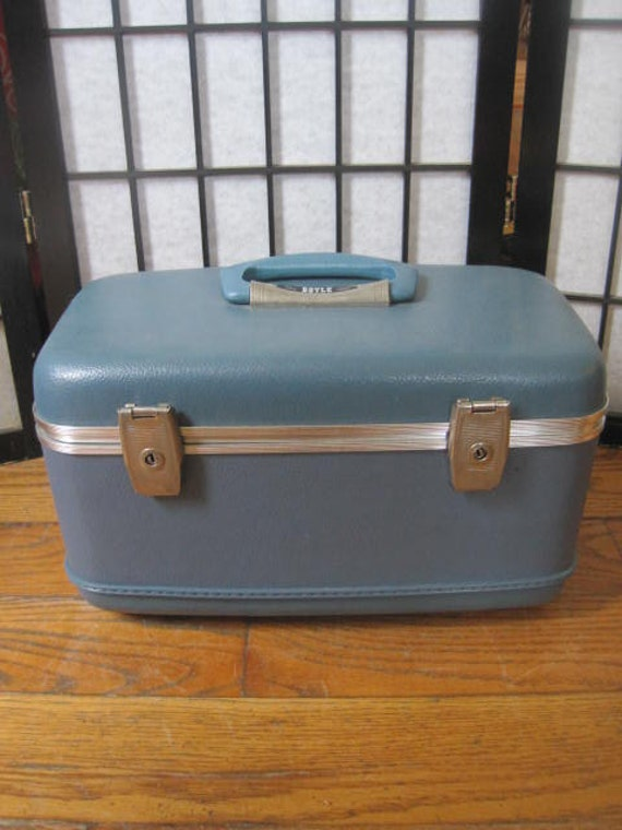 vintage boyle vanity case valise coque rigide petit train. Black Bedroom Furniture Sets. Home Design Ideas