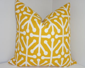 OUTDOOR Yellow & White Geometric Jacks Design Deck Patio Pillow Cover 18x18