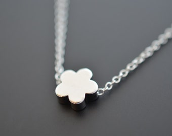 SALE, Tiny necklace, Daisy necklace, Pendant Necklace, Silver necklace, Flower necklace, Dainty necklace, Wedding necklace,Delicate necklace