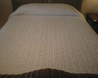 SALE - Gorgeous Hofmann WHITE on White DAISY Vintage Chenille Bedspread - Free Shipping