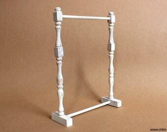 1/6 scale Garment rack / Cloth rack stand Shabby white miniature bedroom furniture for Fashion doll (Blythe, Barbie, Momoko, Pullip, Obitsu)