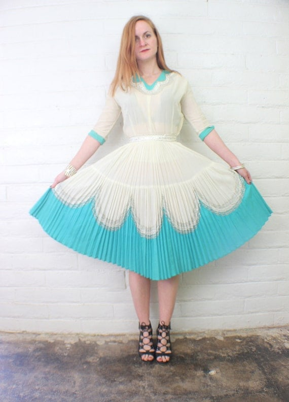 1950's Two Piece Patio DRESS / Fiesta Blouse and Skirt / Women's Vintage Clothes Small