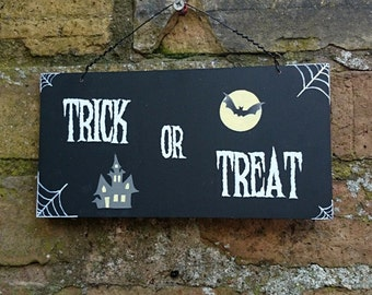 Halloween Wooden Hanging Sign Hand Painted Halloween Party Decoration Art Decor Trick or Treat