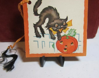 1940's unused colorful A-Meri-Card Halloween bridge tally card arched black cat hissing at a scared jack o' lantern