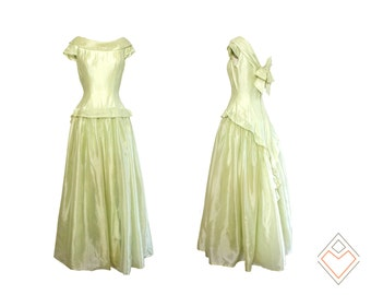 1950s vintage silk organza gown // full skirt pale lime dress //