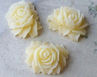 25 x 20 mm Cream Color Resin Flower Cabochons  (.ng) (zzb)