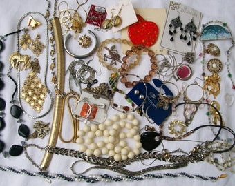 Vintage CHUNKY  JEWELRY LOT Beads Pearls Destash Resale Crafting Wearable Metal Upcycle 13