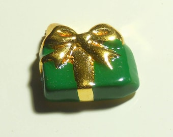 Vintage Wrapped Present Plastic Button Green and Gold on Original Card (2 Buttons) New Old Stock
