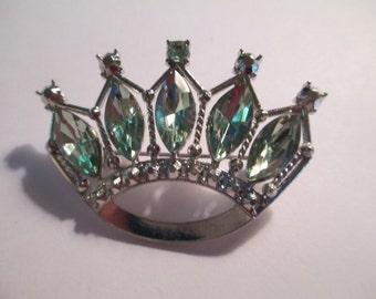 Vintage Jewelry  green rhinestone silver toned metal crown Brooch no markings