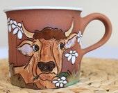 Tea mug with brown bull and daisies