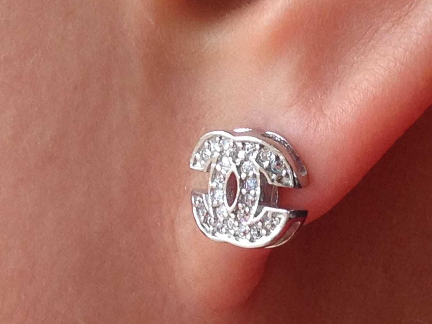 chanel style earrings sparkly cz diamond 14k white gold. Black Bedroom Furniture Sets. Home Design Ideas