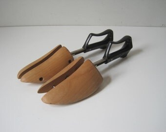 Womens Vintage Travel Tree by Rocherster Shoe Tree Wooden Shoe Keepers Stretchers Size 4  E694s