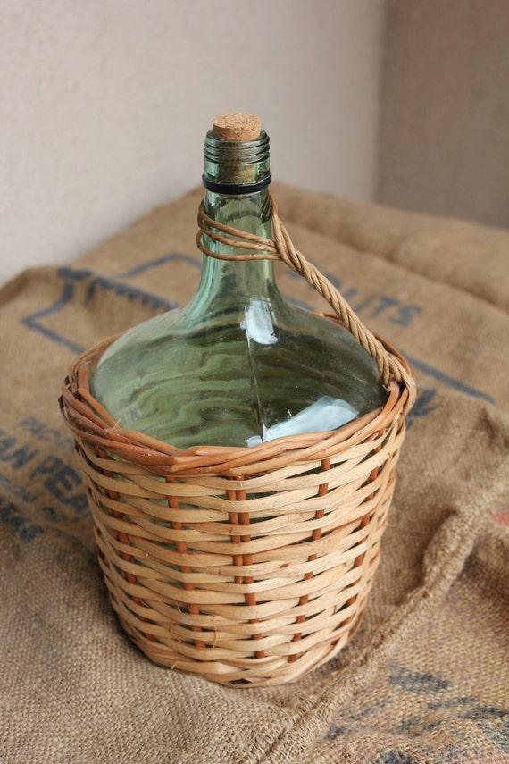 Bottiglia di vino francese damigiana verde con copertura di for Bottiglia in francese