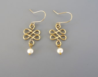 Pearl Dangle Earrings ,wire  wrapped gold earrings with fresh water pearl - hammered earrings ,pearl earrings